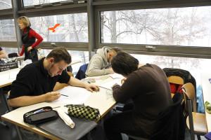 Die Schüler beim technischen Zeichnen
