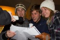 Diese jungen Engländer sangen mit uns ihr erstes deutsches Weihnachtslied - und zwar Heavy Metal!